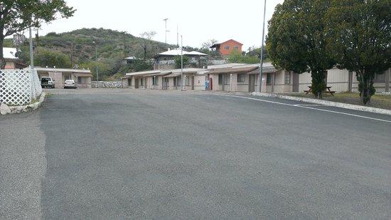 Belle-Aire Motel : OutSide Building Entrance