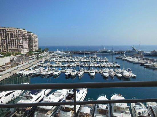 Riviera Marriott Hotel La Porte de Monaco: View from bedroom balcony (standard room / 3 adults)
