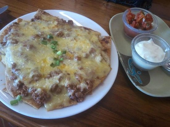 Jill's Cafe : Beefy Nachos, home made nacho chips, delicious, my 3rd visit on my month trip to Vanuatu