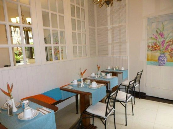 Kekoldi Hotel: Inside breakfast area