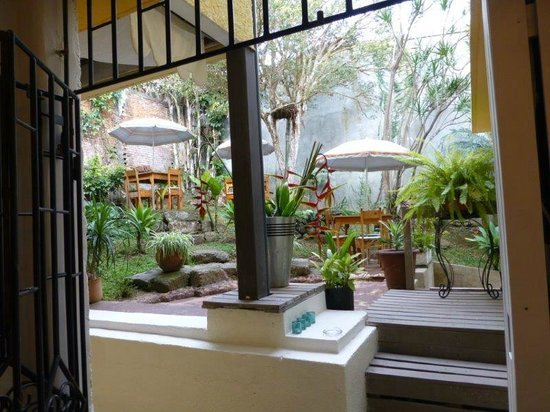Kekoldi Hotel : Interior outside eating area and courtyard