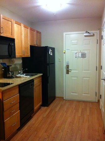 Candlewood Suites Hattiesburg: kitchen area