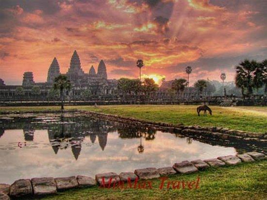 Vietnam MinMax Travel Day Tours: Angkor Cambodia
