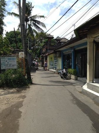 Best Western Kuta Beach: back road from hotel, leading to legian or poppies street