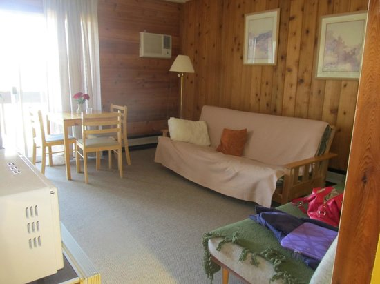 Rocky Mountain Springs Lodge and Restaurant: Love the wood/cabin feel, Rocky Mountain Springs Lodge