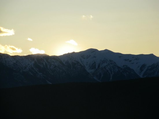 Rocky Mountain Springs Lodge and Restaurant: Sun-set, Rocky Mountain Springs Lodge