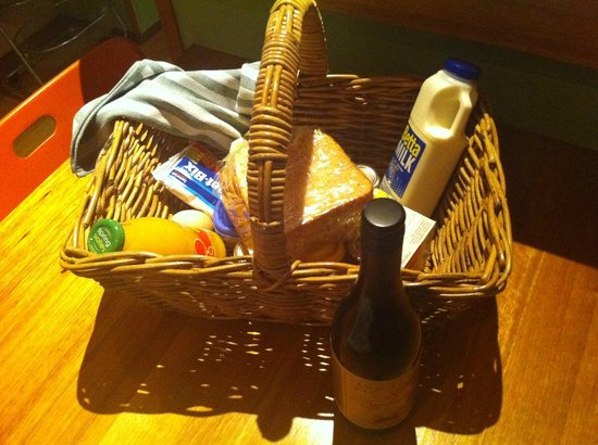 Beachside Retreat West Inlet: Breakfast hamper and Tas wines available