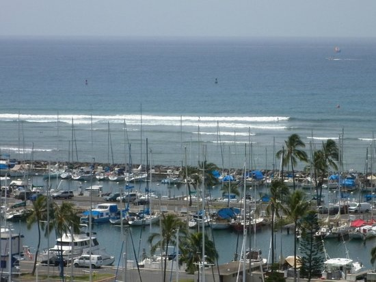 Hawaii Prince Hotel Waikiki: View from our Suite window overlooking harbour