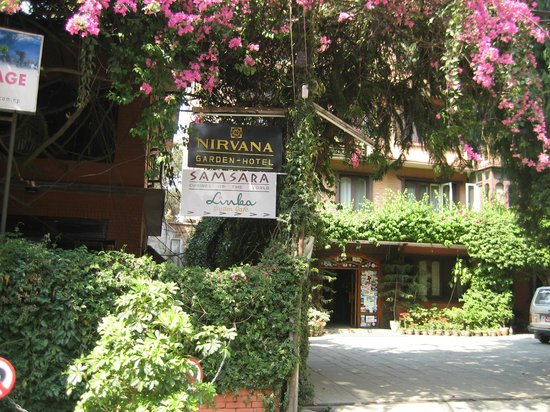 Nirvana Garden Hotel: the entrance
