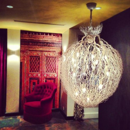 Hotel le Bellechasse: Beautiful hotel lobby