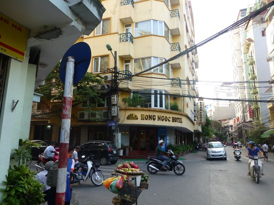 Hong Ngoc Cochinchine: The front of the hotel.