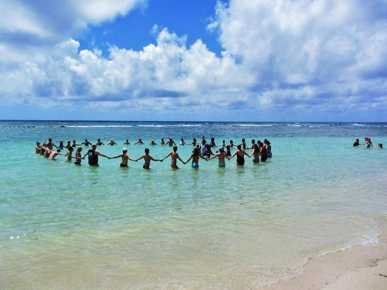 Coral Costa Caribe Resort & Spa : Arobics in the ocean