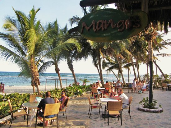 Coral Costa Caribe Resort & Spa: Mango's Snack Bar