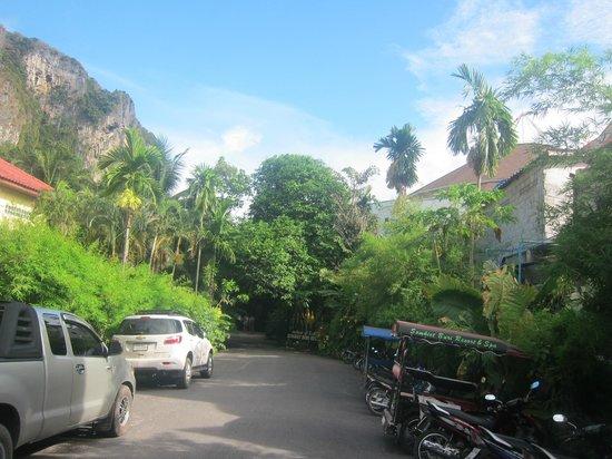 Somkiet Buri Resort: Driveway