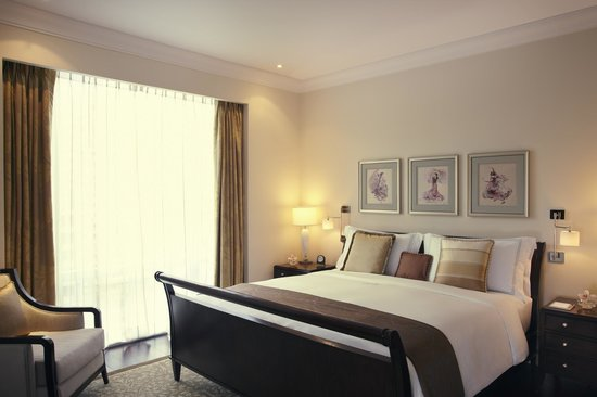 Raffles Makati: Executive Suite Bedroom