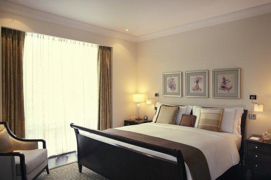 Raffles Makati : Executive Suite Bedroom