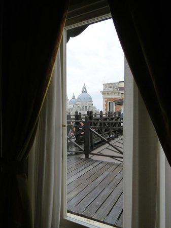 Hotel Monaco & Grand Canal: looking out onto deck