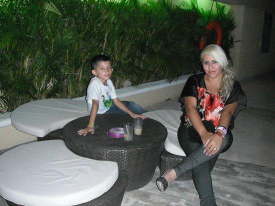 All Ritmo Cancun Resort & Waterpark: a un lado de la alberca