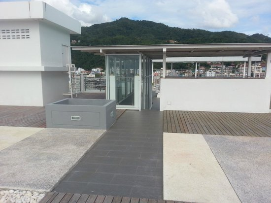 The ASHLEE Heights Patong Hotel & Suites: rooftop