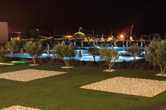 The outdoor swimming pool at night in Hotel Vila Gale Lagos