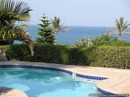 At the Robertsons Bed and Breakfast : View from the swimming pool