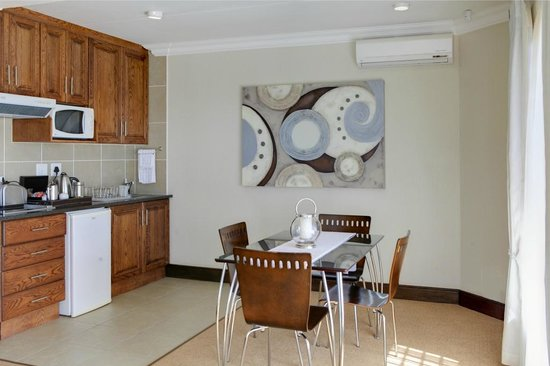 African Oceans Manor on the Beach: Suite 3 kitchenette