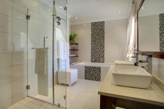 African Oceans Manor on the Beach: Suite 3 bathroom