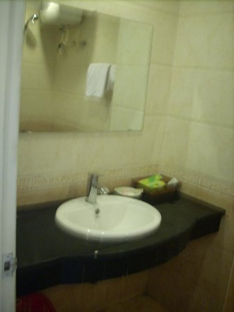 Simple Hostel : good quality hand sink for you>:)