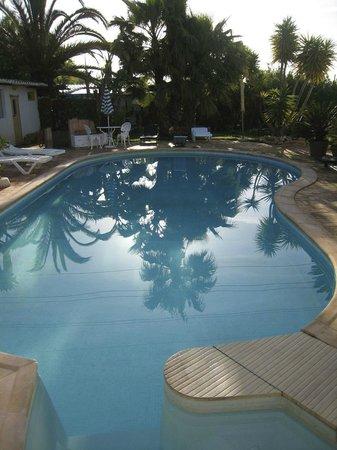 Casa Amarela : Zwembad vroeg in de ochtend