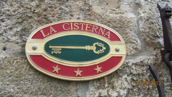 La Cisterna Hotel: logo