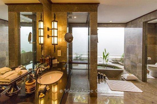The Oberoi, Lombok: Salle de bains d'une chambre, avec baignoire encastrée dans le sol