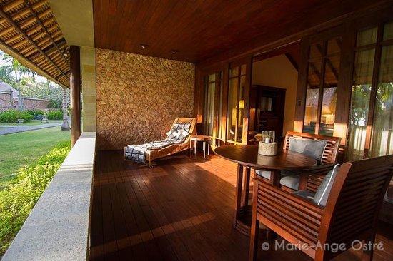 The Oberoi, Lombok: Terrasse d'une chambre, vue jardin en rez-de-chaussée