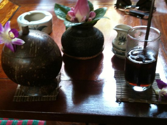 Angkor Village Hotel: Welcome drink