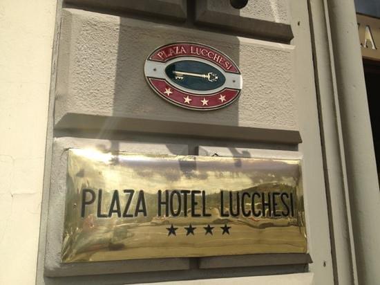 Plaza Lucchesi Hotel: insegna e stelle...