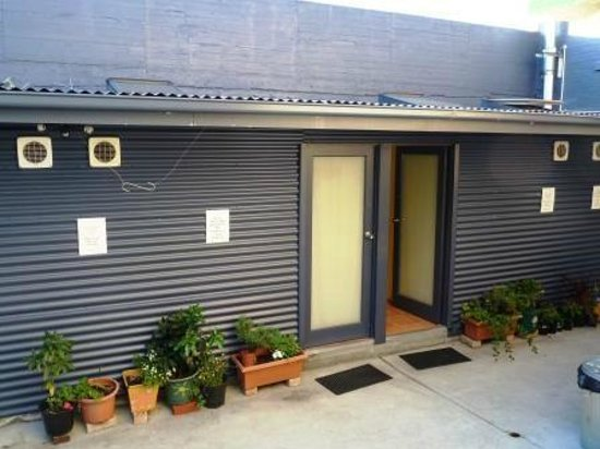 Hobart's Accommodation & Hostel : Couple's room, out the back