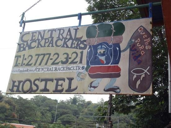 Central Backpackers Quepos: outdoor sign