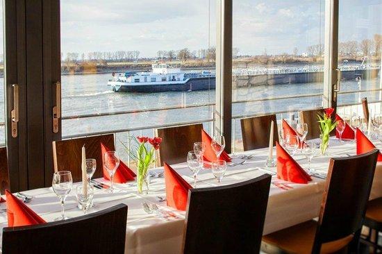 Hotel - Restaurant Cafe Rheingold: Wunderschöner Blick auf den Rhein!