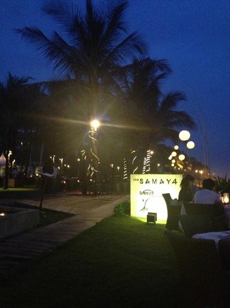 The Samaya Bali Seminyak : Breeze restaurant at dinner, so beautiful right near the water