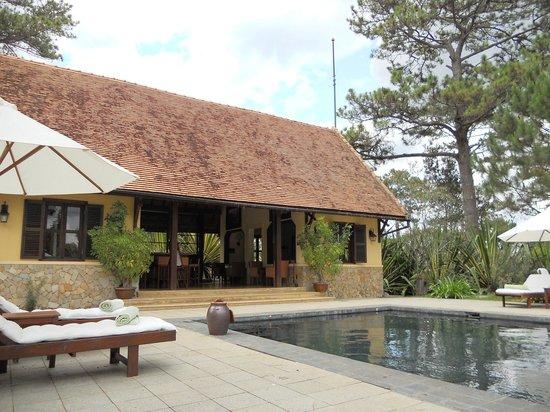 Ana Mandara Villas Dalat Resort & Spa: l'espace piscine
