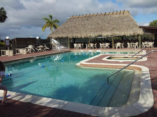 Quality Inn and Suites Golf Resort : Pool