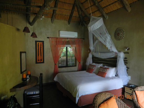 AmaZulu Lodge: Main room