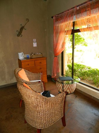 AmaZulu Lodge: sitting area in room, over looking the pool