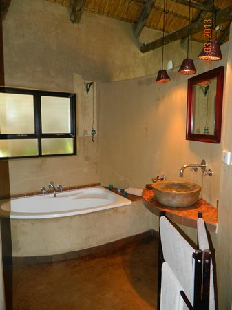 AmaZulu Lodge: a sneak peak of the bathroom
