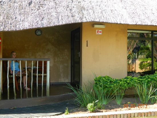 AmaZulu Lodge: Patio at unit