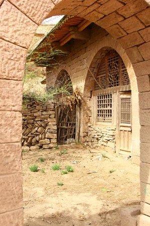 Qikou Scenic Area : cave dwellings