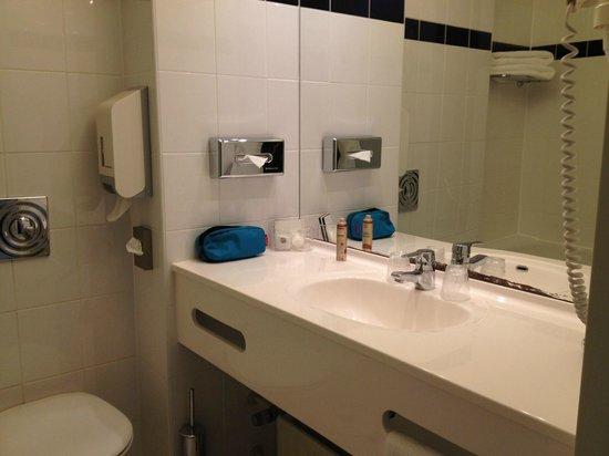 Charme Hotel: Bathroom