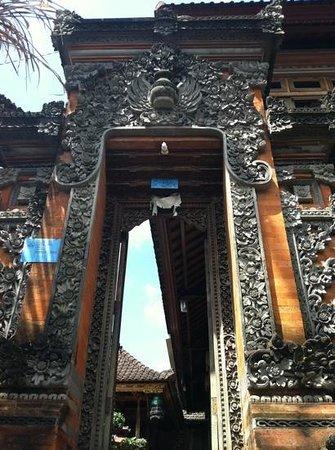 Wayan Family II Homestay: pintu masuk rumah