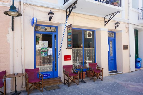 Ai Yannis Suites and Apartments Hotel : Christina's pastry cafe at downtown Kardamyla