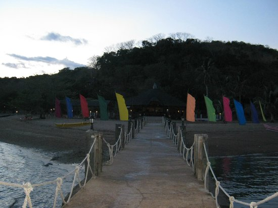 Balinsasayaw Resort: Jetty at entrance to resort