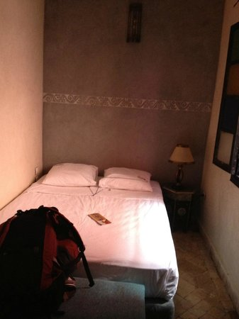 Hostel Nari-Nari Marrakech : One person room with nice space and an en-suite